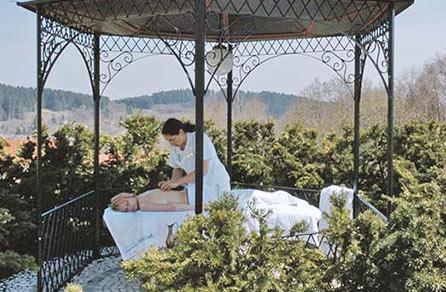 Die perfekte Massage gibt es nur im Wellnesshotel im Bayerischen Wald